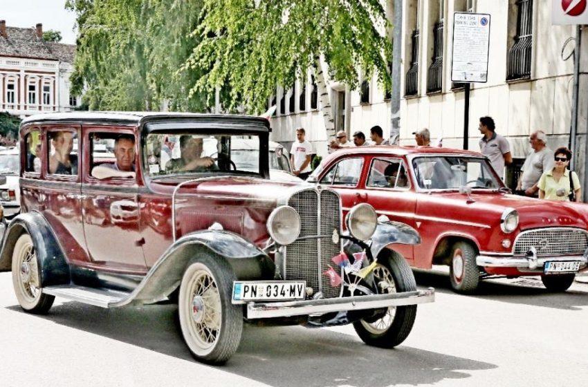 Автомобилен ретро парад в Берковица