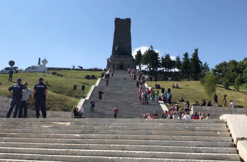 Шест души се барикадираха в Паметника на свободата