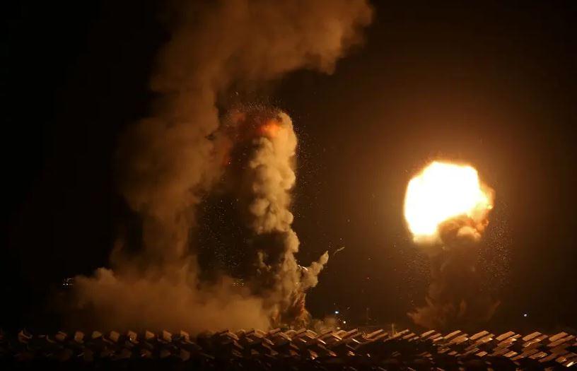 Напрегната нощ в ивицата Газа след бомбардировки