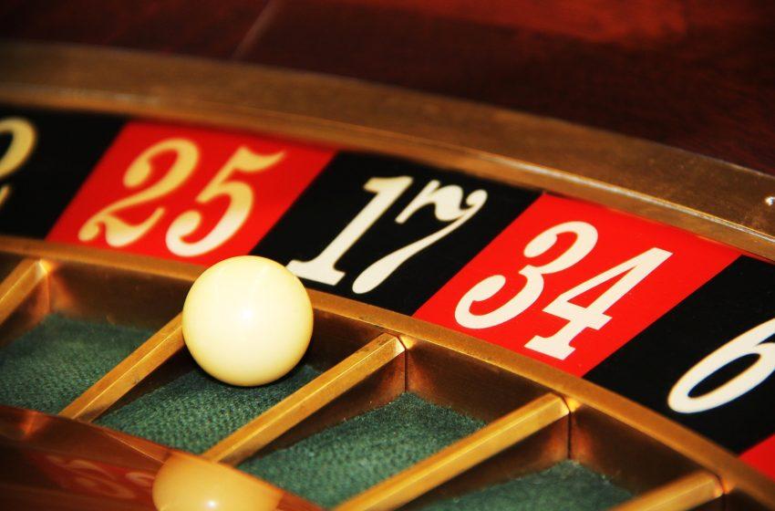 Клиент на казино заплаши с нож крупие в Попово и открадна близо 5 000 лв.