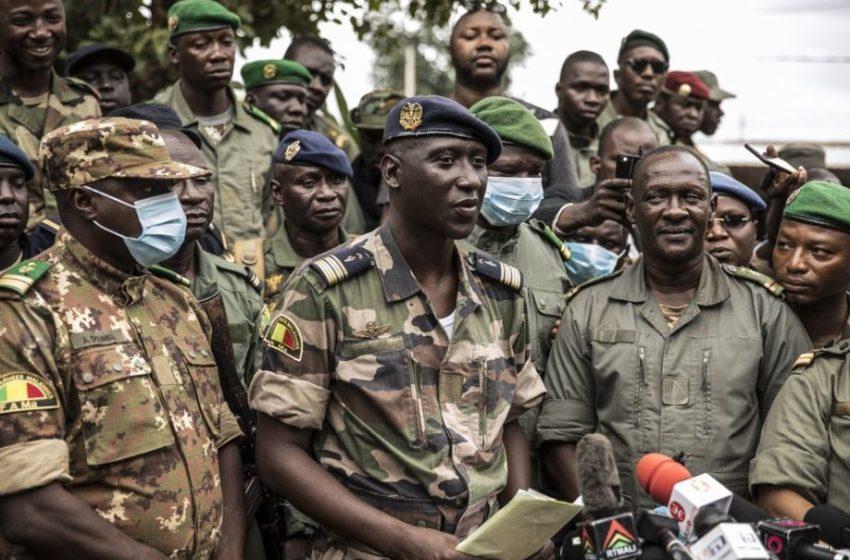 (ВИДЕО)Хиляди в столицата на Мали посрещат свалянето на президента