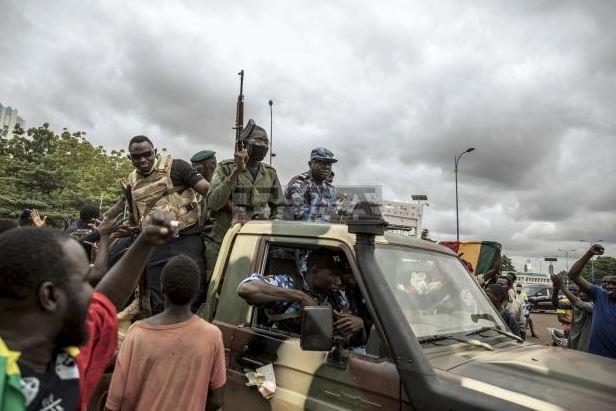 Африканският съюз осъди държавния преврат в Мали и настоя президентът на страната да бъде освободен