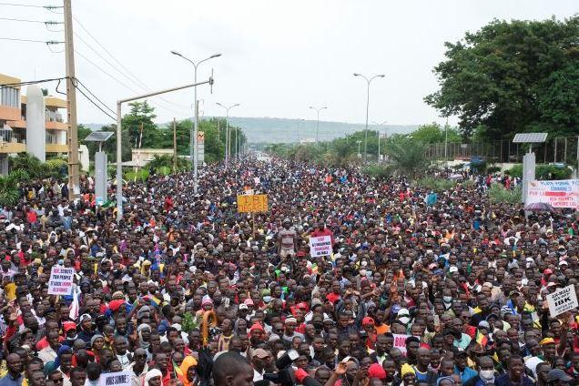 В Мали войските  въстанаха и се стигна до бунт