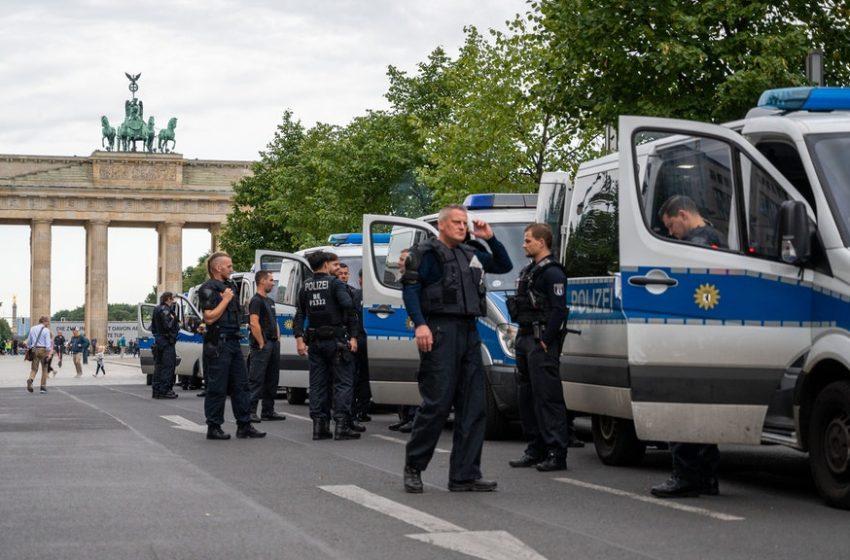 Стотици задържани на протеста в Берлин срещу Covid законите и ограниченията