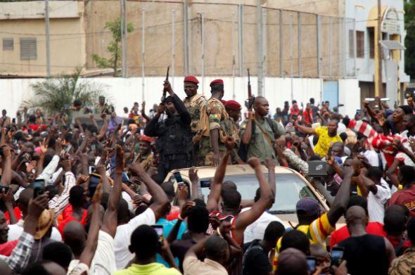 Военните обещават избори в Мали