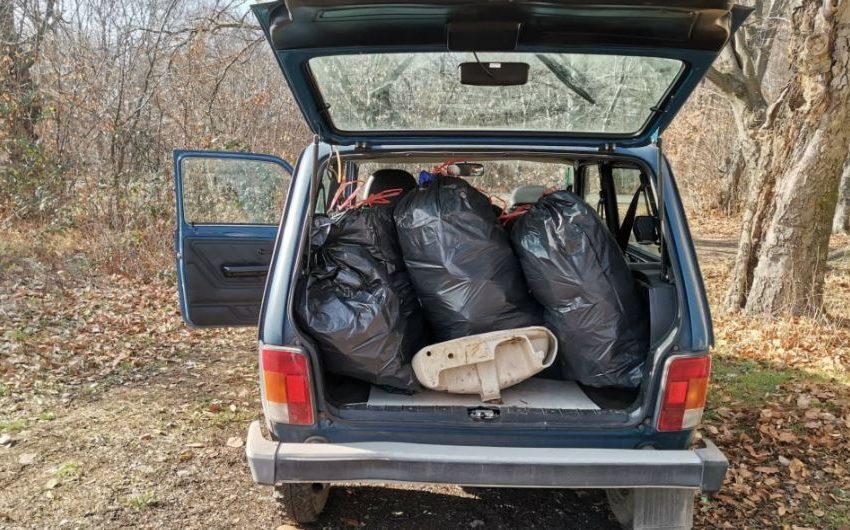 Доброволци събраха близо 100 чувала отпадъци на Шуменското плато