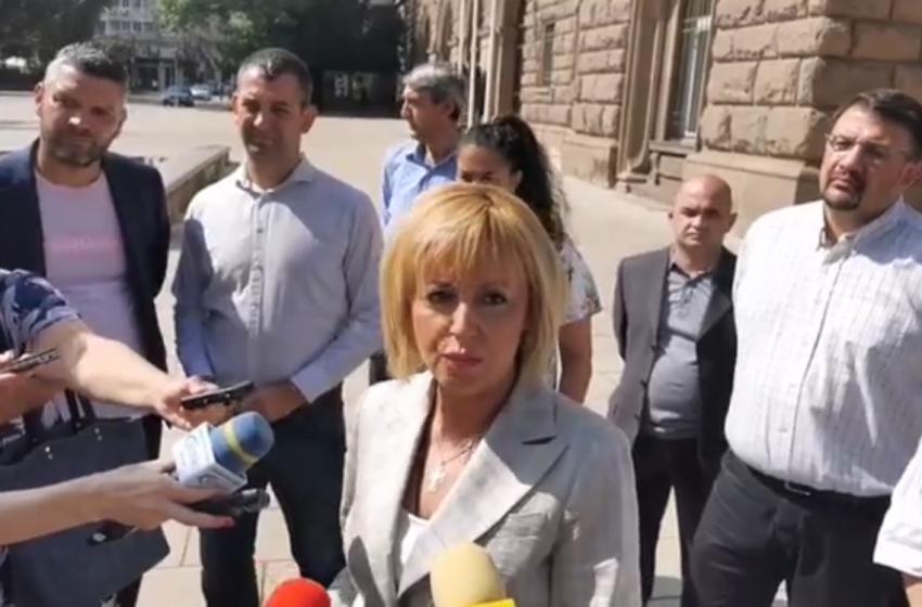 Манолова внесе отворено писмо при Радев с настояване за референдум