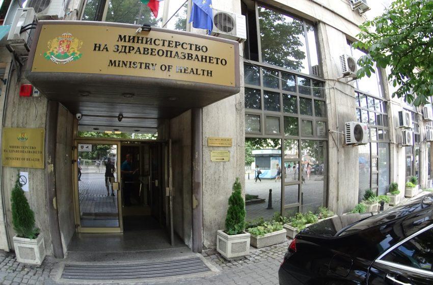 Здравният министър се обяви за безплатни тестове за ученици и родители наесен