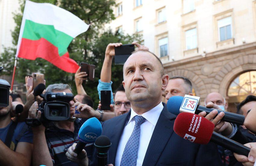 Събират подписка с искане за импийчмънт на президента Румен Радев