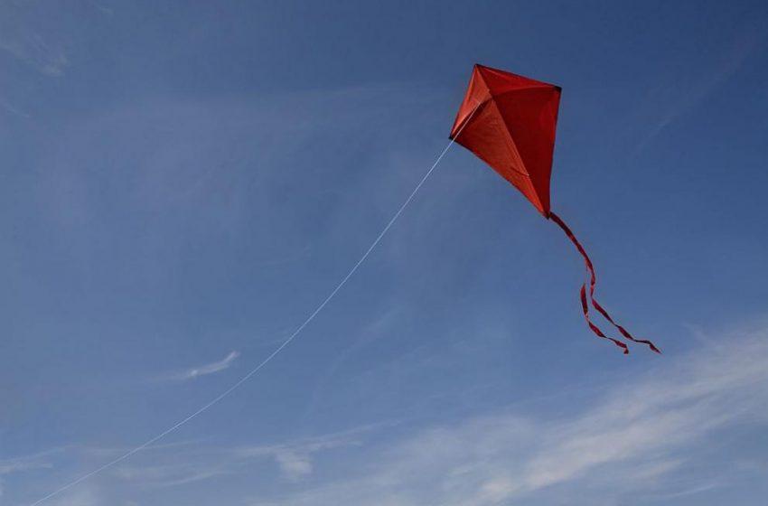 (ВИДЕО) Хвърчило понесе дете във въздуха