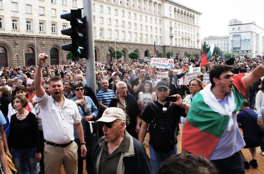 Протестиращите със закана за радикални действия