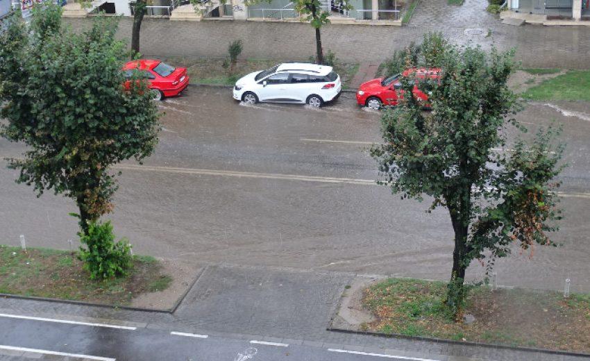 Дъжд в София, градушка в Перник