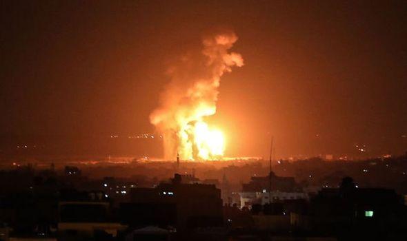 """Израел нанесе въздушни удари по военни обекти на """"Хамас"""" в отговор на """"балонния тероризъм"""""""
