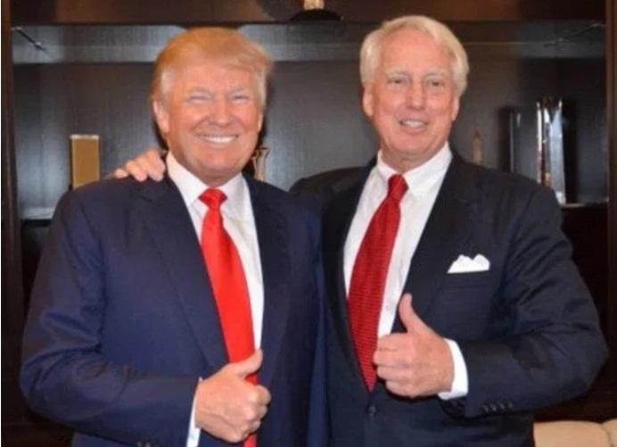 Почина братът на Доналд Тръмп