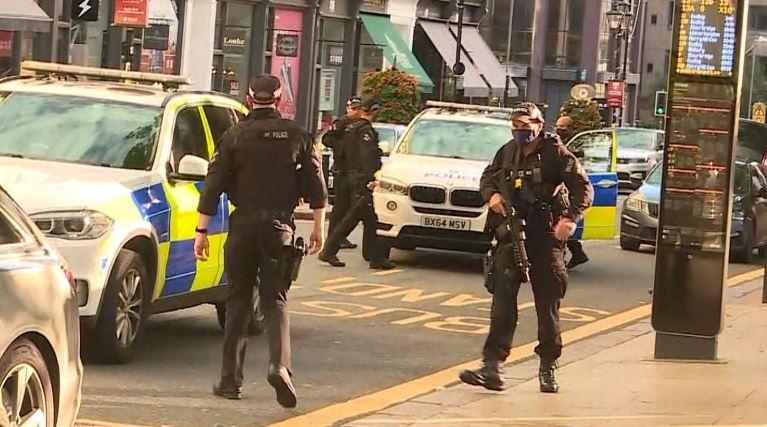 (ВИДЕО) Задържаха 27-годишен за атаките с нож в Бирмингам
