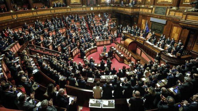 В Италия гласуват на референдум за намаляване броя на депутатите