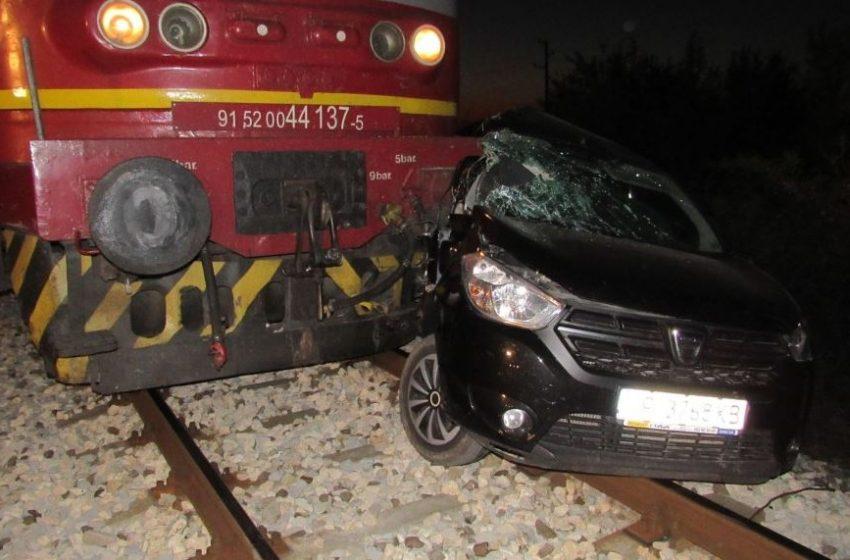 Катастрофа между влак и кола на жп прелез край Две могили
