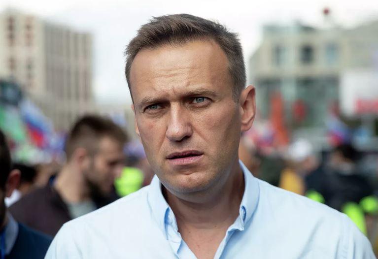 Навални е изведен от кома