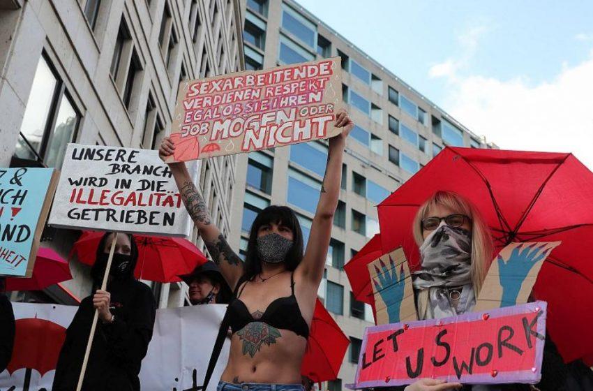 Разрешиха отново проституцията в Германия