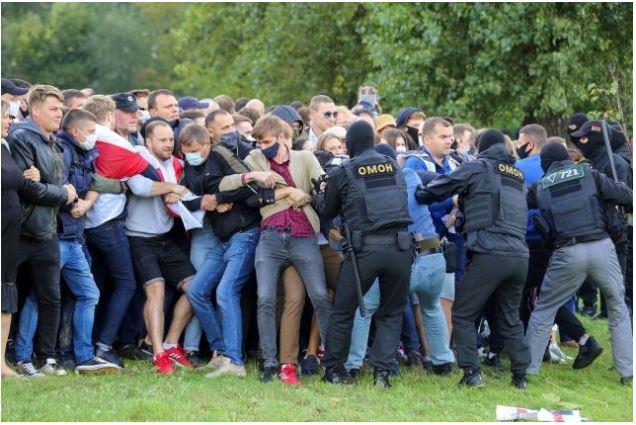 (ВИДЕО) 250 протестиращи са задържани в Минск