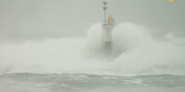 (ВИДЕО) Мощен тайфун приближава Япония