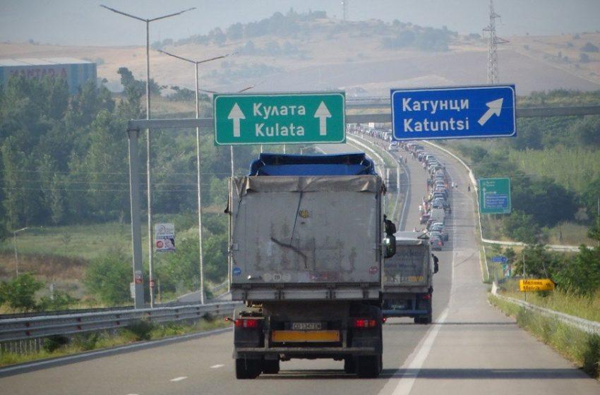 "Интензивен трафик на граничните пунктове ""Кулата"" и ""Лесово"""