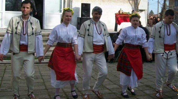 """Фолклорен фестивал """"Ритъмът на България"""" в Ловеч"""
