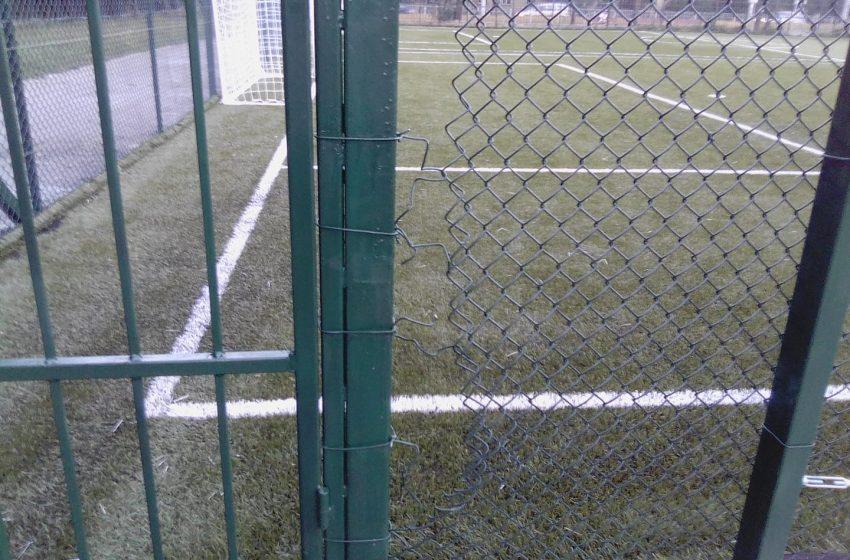 Вандали вилняха във футболно игрище