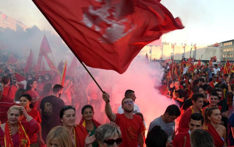 Хиляди на протест в Черна гора срещу употребата на сръбски символи от спечелилата изборите опозиция