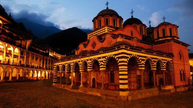 Короната влезе в Рилския манастир, заразен монах е приет в Пирогов