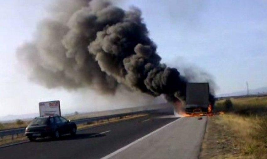 "Запалил се ТИР затвори магистрала ""Тракия"""