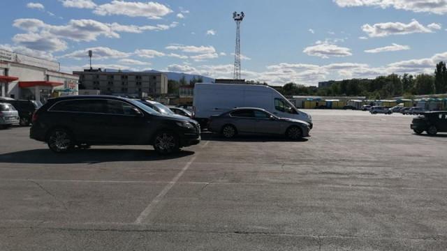 Разследват случая с прегазеното на паркинг дете