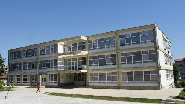 Затворено цяло училище заради COVID-19 у нас