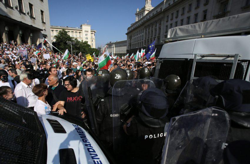 Марковски: До 15 дни арест за яйце по сграда или бомбичка и глоба  до 200 лв.