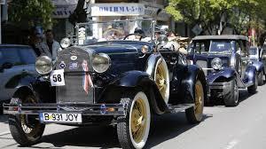 Парад на стари автомобили в Банско