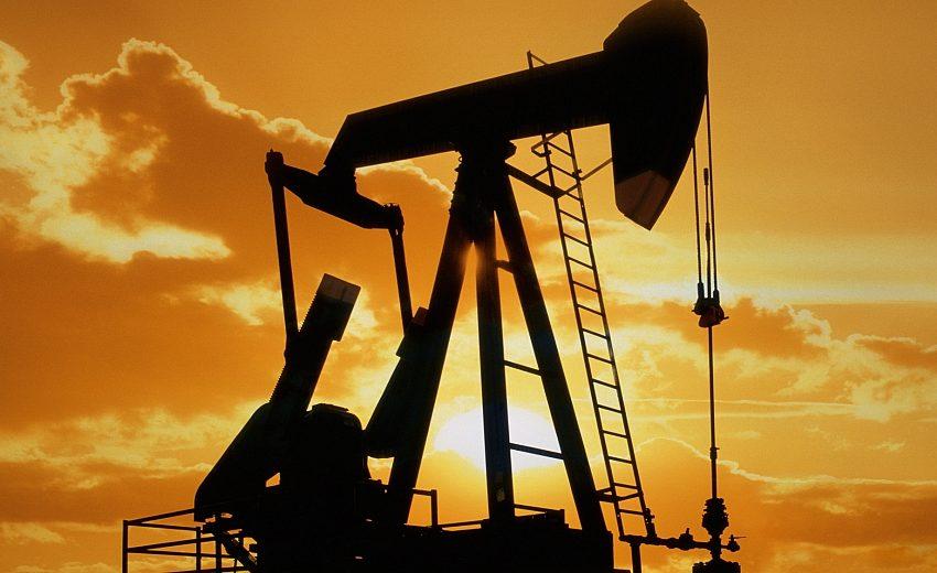 Петролът се срина под 40 долара за барел