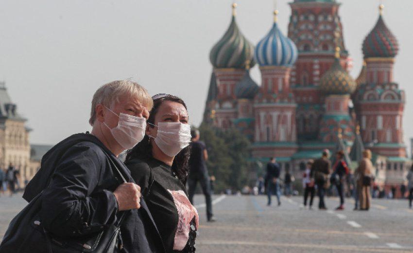 Рекордни близо 13 900 новозаразени с COVID-19 в Русия за денонощие