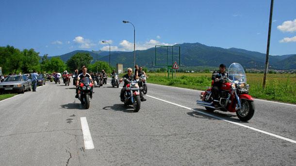 Мотористи от цялата страна закриват мотосезона