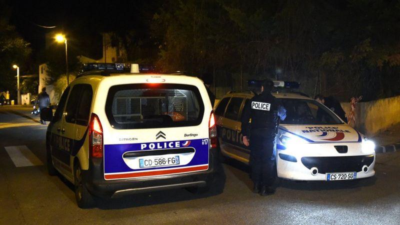 Четирима души са задържани за убийството на учителя в Париж