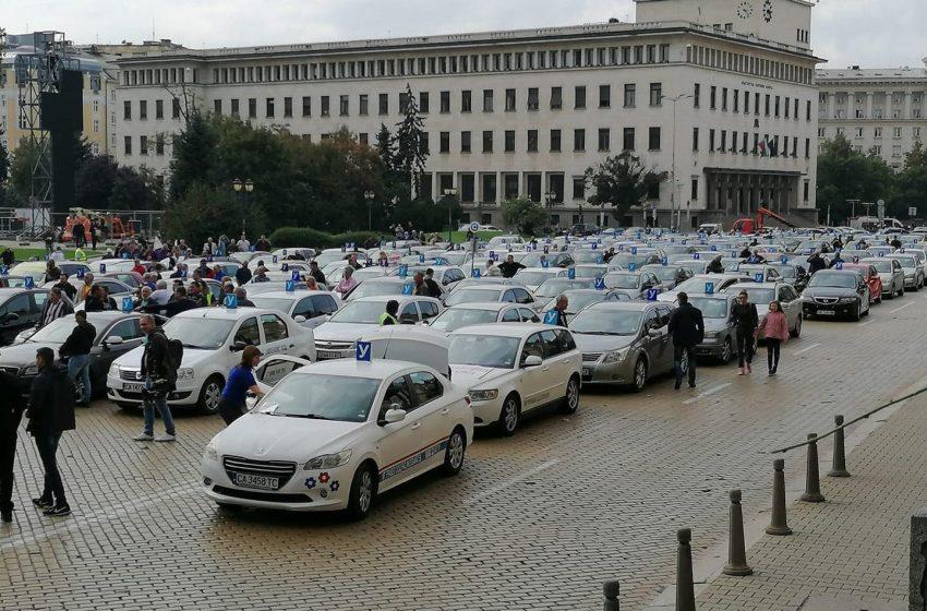 Автоинструктори излязоха на протест