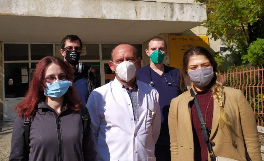Специализанти работят като доброволци в Covid отделението на Пета градска в София