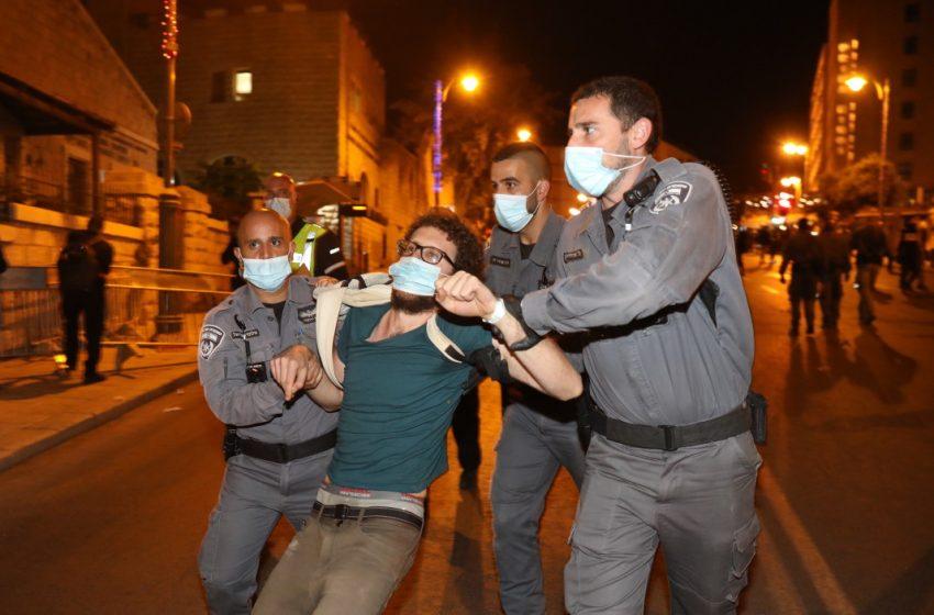 Хиляди израелци на протест пред официалната резиденция на Нетаняху