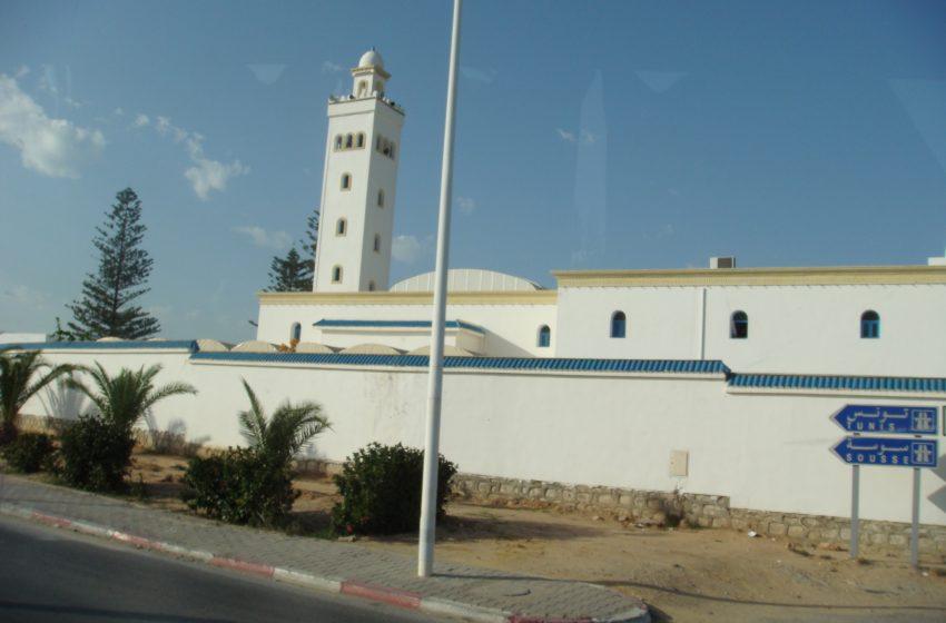 В тунизийската столица въвеждат полицейски час