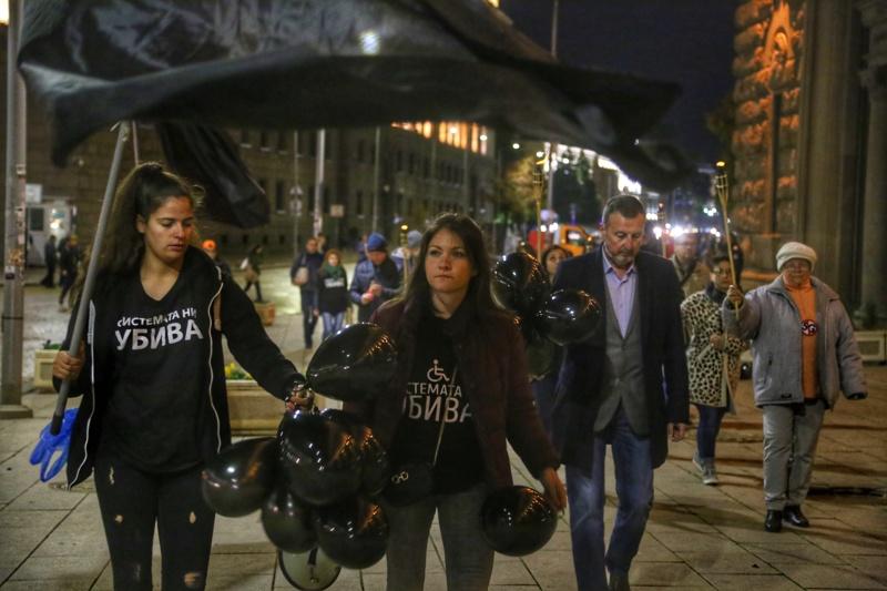 """Майките от """"Системата ни убива"""" протестираха снощи"""
