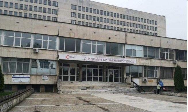 Депутати и лекари дават по 12-часови дежурства в свищовската болница