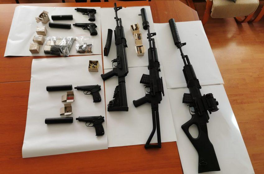 (СНИМКИ) Петима са обвинени за незаконно производство, държане и продажба на огнестрелни оръжия
