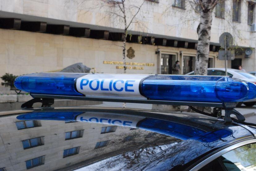 (СНИМКИ) Екшън край Шумен: Хванаха дрогиран шофьор, откраднал такси