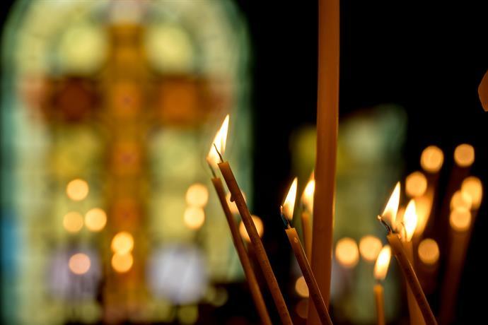 Духовници ще посетят болници, за да поръсят със светена вода