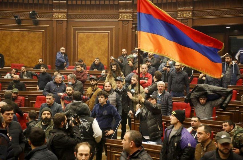 Пашинян и Алиев подписаха за примирие в Нагорни Карабах с посредничеството на Путин