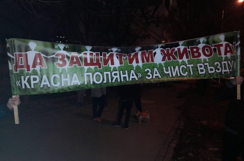 (СНИМКИ) Жителите от район Красна поляна излязоха за поредна вечер на протест